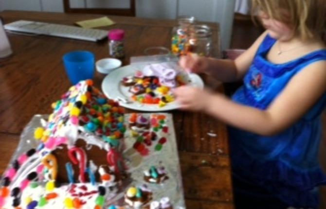 Decortating gingerbread  house 1